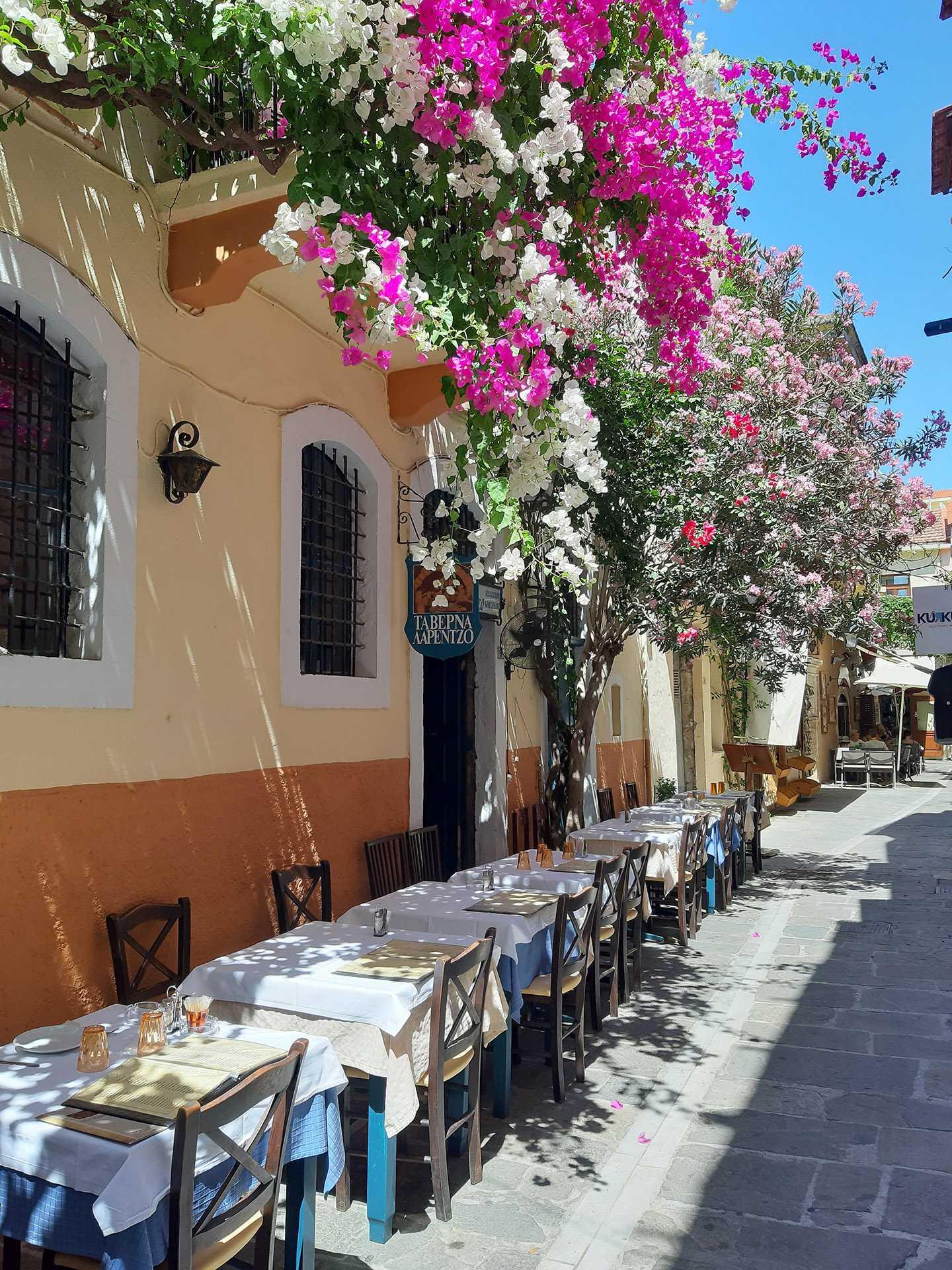 Conheça o Rethymno, a cidade que promove um dos carnavais mais tradicionais da Grécia