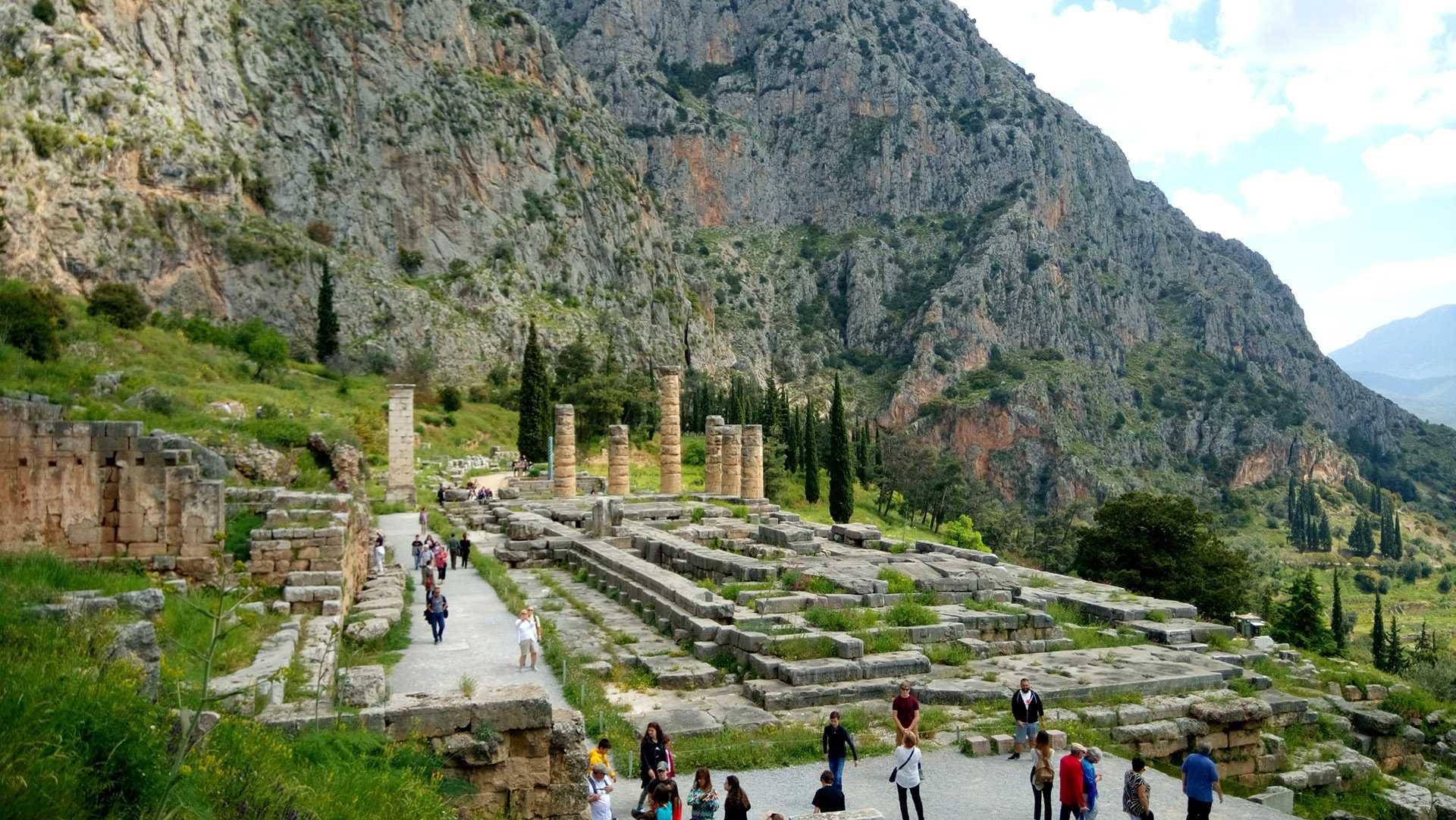Tour para o sítio arqueológico de Delfoi
