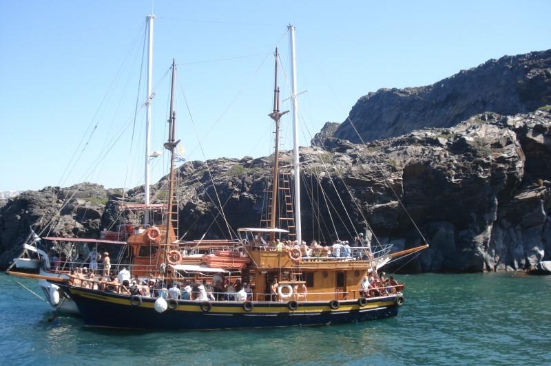 Excursão com barco em Santorini