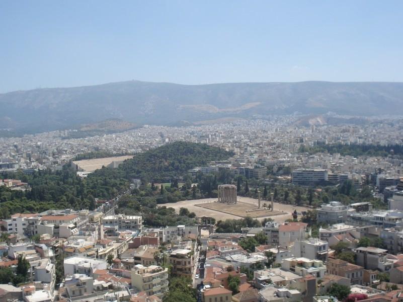 Vista através da Acrópole, com Templo de Zeus e Estádio Panathenaikon