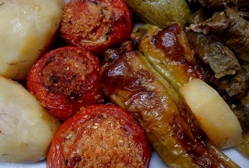 Gemistá: vegetais recheados com arroz temperado
